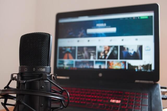 How to connect a wireless microphone to a laptop